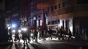 En el medio del apagón en Venezuela, la luz es el mejor negocio