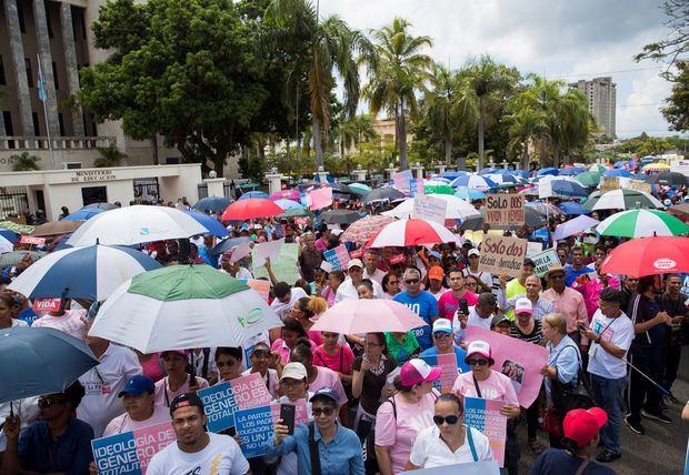 Cientos de dominicanos se manifiestan contra ideología de género en Santo Domingo