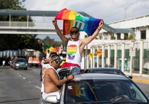Cientos de personas participan de la Caravana del Orgullo LGBT (lesbianas, gais, bisexuales y transgéneros), este domingo por diversas calles de Santo Domingo (República Dominicana).