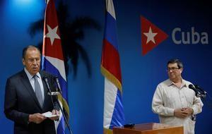 El ministro de Relaciones Exteriores de Rusia, Serguei Victorovich Lavrov (i), y su homólogo cubano, Bruno Rodríguez Parrilla (d), durante una conferencia conjunta para la prensa, este miércoles en La Habana (Cuba).