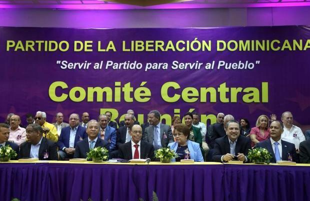 Leonel Fernández, entre los precandidatos oficialistas a Presidencia dominicana