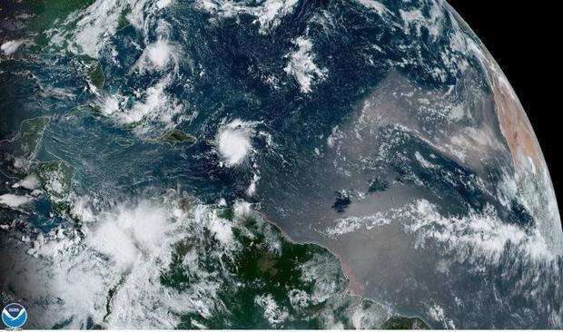 Gran Bahama inundada al paso del huracán Dorian, que deja daños incalculables