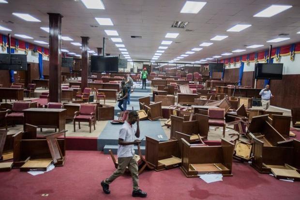 Diputados de Haití destruyen mobiliario para impedir la ratificación del Gobierno