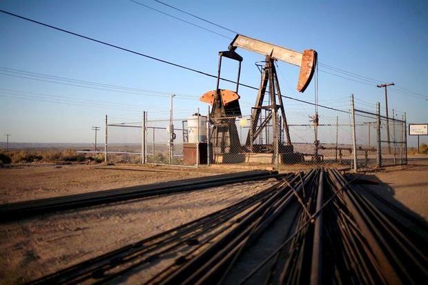 El petróleo de Texas baja un 0,1 % y cierra su mejor semana desde junio.
