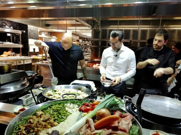 """El chef español Quique Dacosta """"dignifica"""" la paella en Londres"""