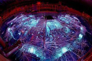 Fotografía cedida por el Laboratorio Nacional Sandia que muestra la máquina Z, en Albuquerque, Nuevo México (EE.UU.).