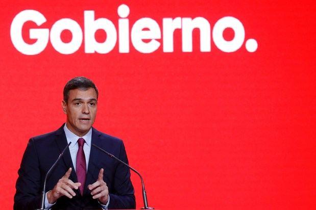 El secretario general del PSOE, Pedro Sánchez, ha exigido a los independentistas que 'no jueguen con fuego' y condenen la violencia en todas sus formas porque los catalanes 'no quieren independencia, quieren convivencia' y quien quiera bloqueo tiene mucho donde elegir, a diestra y a siniestra, pero quien quiera un gobierno cohesionado, tiene al PSOE'.