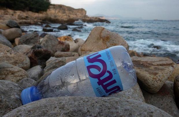 Cada vez más plásticos arrojados desde buques contaminan la isla Inaccesible