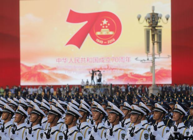 China exhibe su poderío militar en un desfile que ensalza el liderazgo de Xi