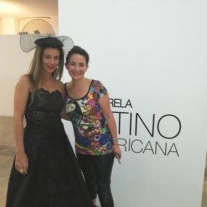 Vedelia Donoso con una de sus modelos.