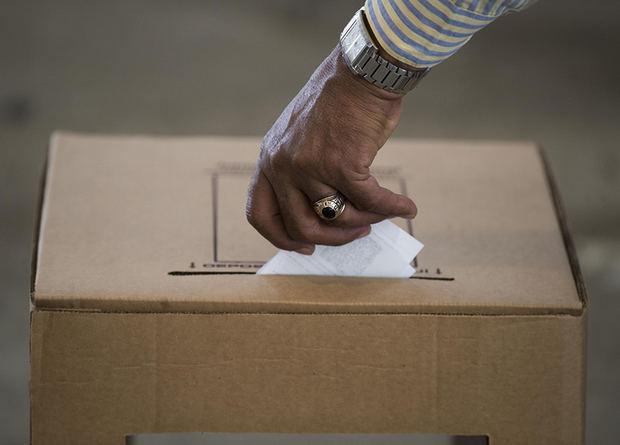 Recontarán a mano los votos de las primarias dominicanas tras una denuncia de fraude