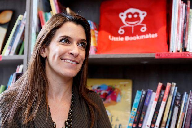 Fotografía fechada el 8 de octubre de 2019 que muestra a la fundadora de Little Bookmates, Ariadna Trapote, mientras sonríe durante una entrevista con Efe en Ciudad de México.