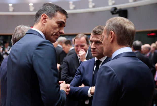 El presidente del gobierno Pedro Sánchez, el presidente francés, Emmanuel Macron, y el presidente del Consejo de Europa, Donald Tusk, durante la cumbre del Brexit en Bruselas, Bélgica.