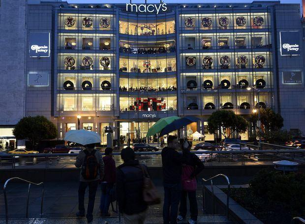 La decisión de Macy's, que opera 680 establecimientos bajo ese nombre, así como los establecimientos de lujo Bloomingdales en 43 estados, el distrito de Colombia, Guam y Puerto Rico, sigue a anuncios similares hechos por marcas como Gucci y Michael Kors.