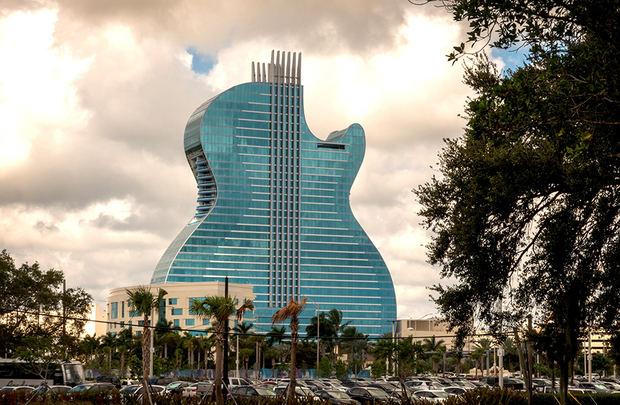 El primer hotel con forma de guitarra del mundo abre a lo grande en EE.UU.