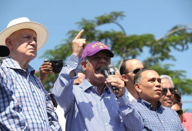 El expresidente dominicano Leonel Fernández habla, en Santo Domingo (República Dominicana).