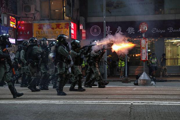 Violentos choques en Hong Kong entre la Policía y grupos de manifestantes.
