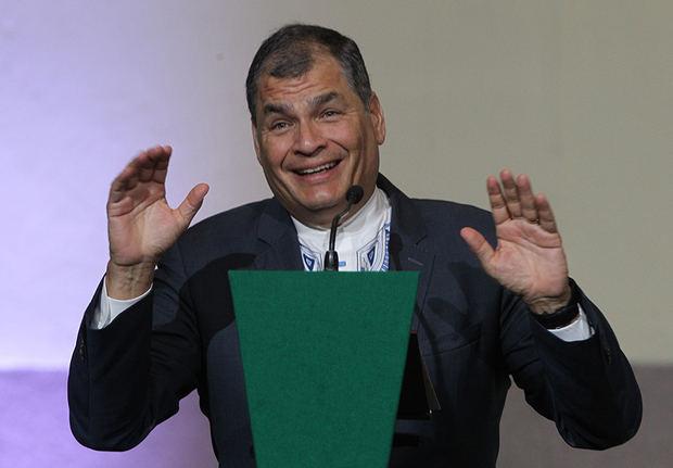 El expresidente de Ecuador, Rafael Correa, habla durante su participación en la conferencia magistral 'America Latina en Disputa' este miércoles en el Museo de la Ciudad de México, México.