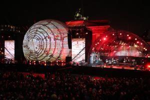 Berlín conmemora ante la Puerta de Brandeburgo la caída del Muro