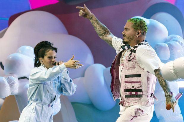 En la imagen, la cantante española Rosalía y el cantante colombiano J Balvin.