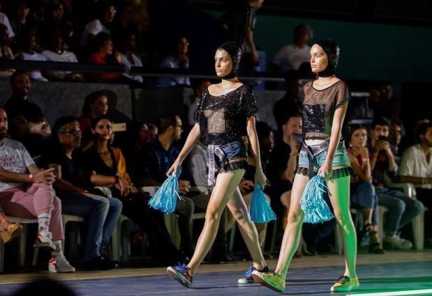 """La """"carrera de obstáculos"""" de vivir en Cuba inspira una colección de moda"""