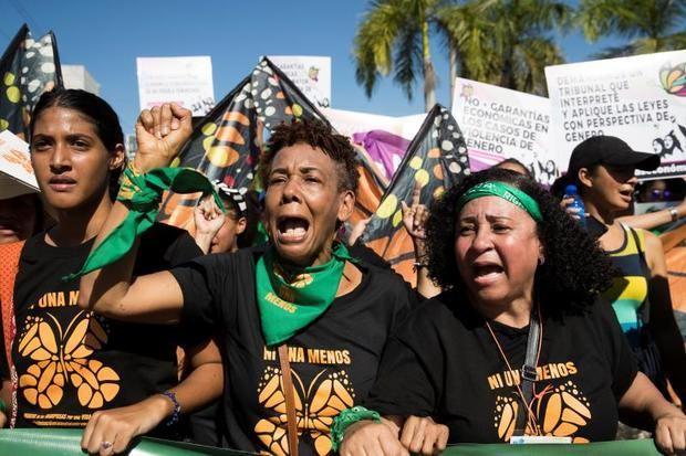 Miles de dominicanos marchan contra la violencia machista en el país