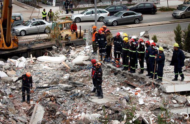 Asciende a 40 el número de víctimas mortales por el terremoto en Albania.