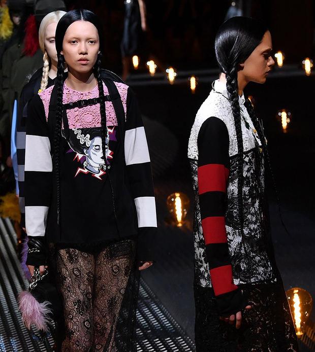 Varios modelos presentan algunas de las creaciones de la marca Prada durante un desfile correspondiente a la Semana de la Moda de Milán (Italia).