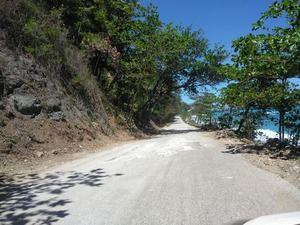 El senado aprueba resolución para reconstrucción de tramo carretero en Barahona.