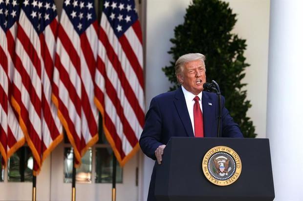 El presidente de Estados Unidos, Donald Trump, fue registrado este martes en los jardines de la Casa Blanca, durante una conferencia de prensa, en Washington DC (EE.UU.).