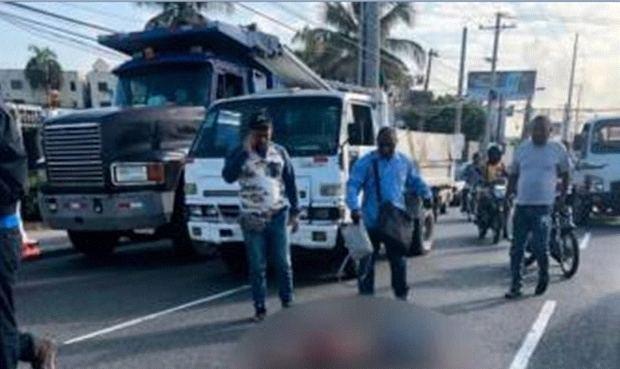Muere joven cayó de un vehículo en marcha en el Distrito Nacional