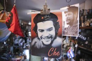 Fotografía en la que se observan imágenes del 'Che' Guevara.