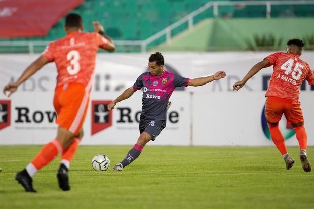 Liga Dominicana detecta 16 positivos en COVID-19 el día del inicio del torneo