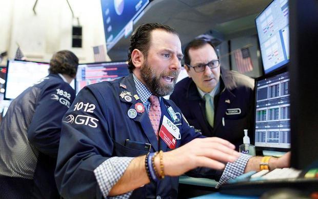 Wall Street vuelve a caer arrastrado por el petróleo y el Dow