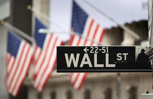 Wall Street cierra mixto y el Dow Jones baja un 0,67 % , por la nueva cepa