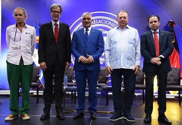 """Convocan a artistas dominicanos a participar en el concurso """"Muro deBerlín"""""""