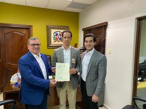 Johnny Ventura deposita ante JCE su propuesta de gestión municipal 2020-2024.