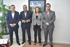 viceministro de Turismo, Fausto Fernández, quien recibió la visita de los ejecutivos de la aerolínea suramericana para Centroamérica y el Caribe, Felipe Gutiérrez, Viviana Martín y David Alemán.