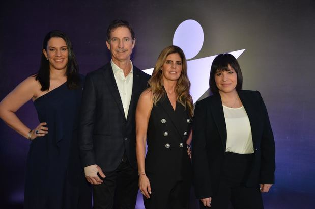 Leslie Torre, Anthony Bernal, Noris de Bernal y Laura Santín.