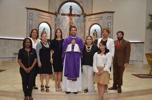 El padre Catalino Tejada junto a la directiva de la ADCS.