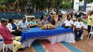 Funcionarios locales y autoridades en el Bicentenario Chasseriau.