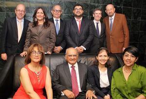 En el centro, Andrés Avelino Abreu, junto a familiares, colaboradores y amigos.