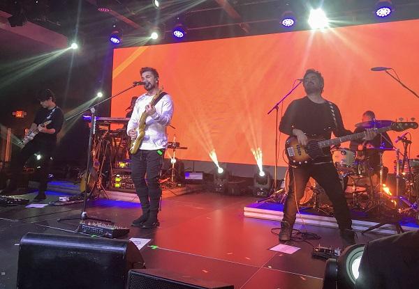 Juanes canta sus éxitos en concierto para clientes de Banreservas y Mastercard