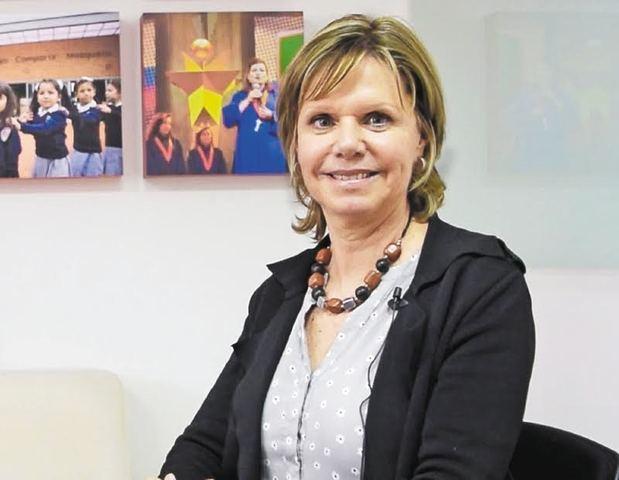 Denise Vaillant mientras ofrecía la conferencia virtual en el cierre pedagógico de la segunda edición del Programa Nacional de Inducción.