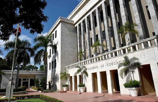 Fachada Ministerio de Educación.