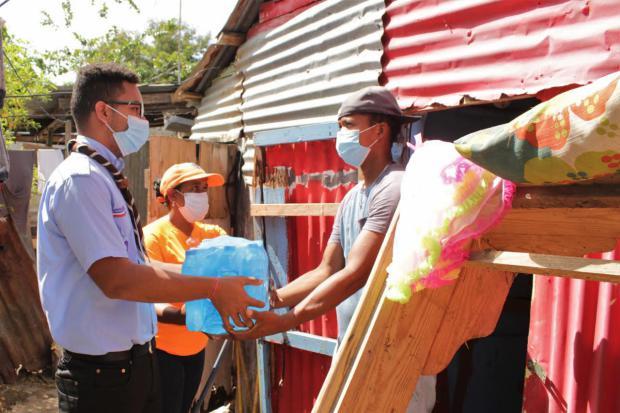 Scouts Dominicanos entregan ayudas en Hato Mayor