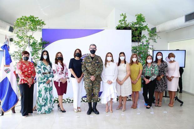 Juramentan nueva directiva Asociación Esposas Oficiales de las FF. AA.