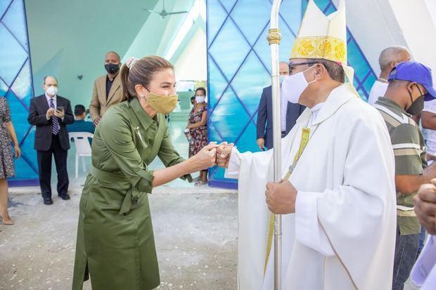 "Alcaldesa Carolina Mejía inaugura Capilla en Cementerio Cristo Redentor: ""La Divina Misericordia""."