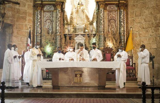 Embajada de Haití celebra misa por las víctimas del terremoto del 2010.