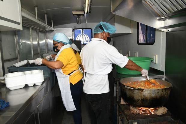 Comedores Económicos reparten más de 51 mil raciones alimenticias